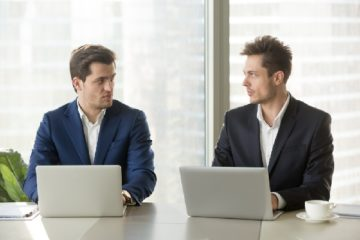 c'est-l'histoire-d'une-entreprise-qui-embauche-(debauche-?)-des-salaries-d'un-concurrent…